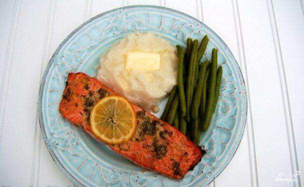 Запеченный лосось с чесноком и горчицей