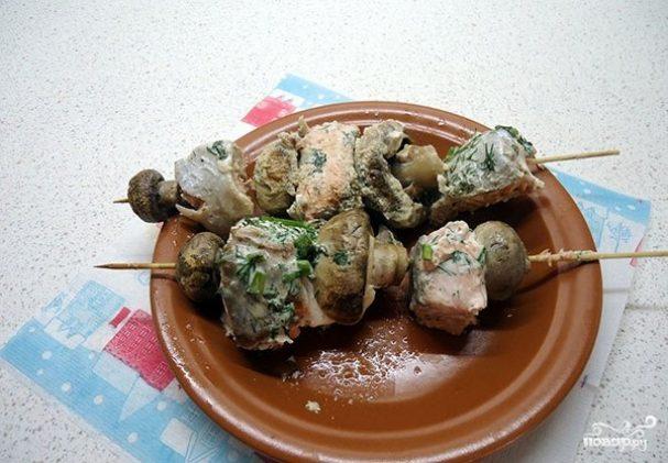 Канапе с грибами на шпажках