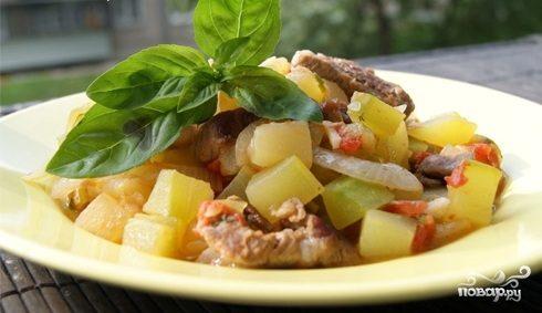 Мясо с кабачками и картофелем