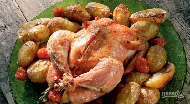 Курица в духовке целиком с картошкой