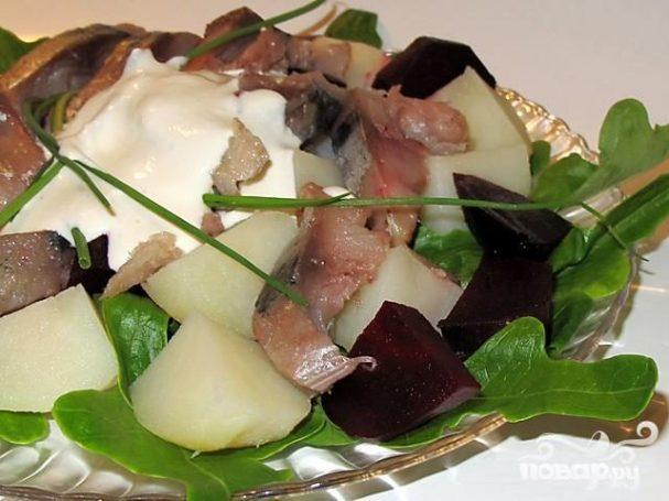 Салат из копченой рыбы