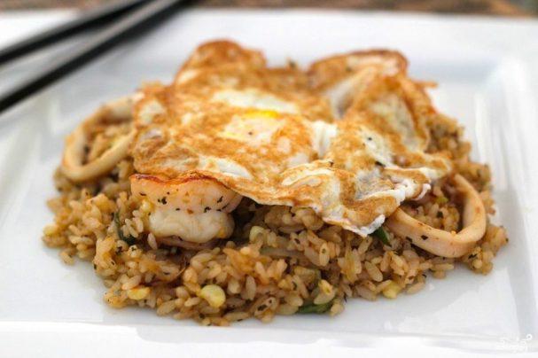 Жареный рис с морепродуктами по-тайски