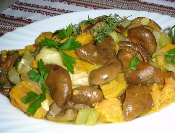 Жаркое с курицей и грибами