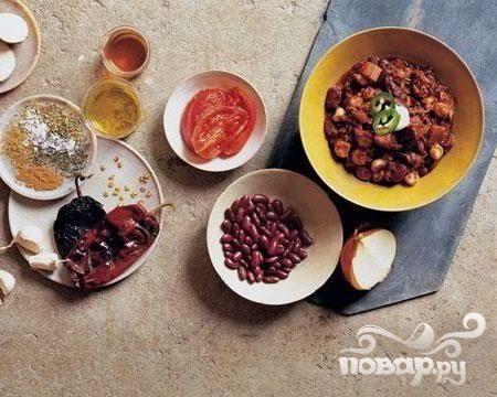 Свинина с чили, фасолью и помидорами
