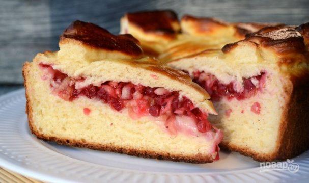 Пирог с брусникой из дрожжевого теста