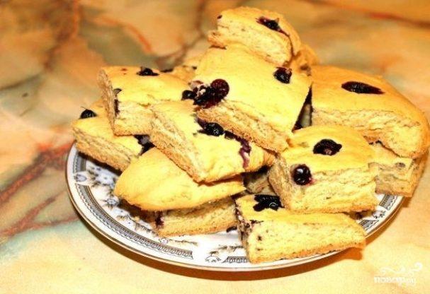 Пирог со смородиной на кефире