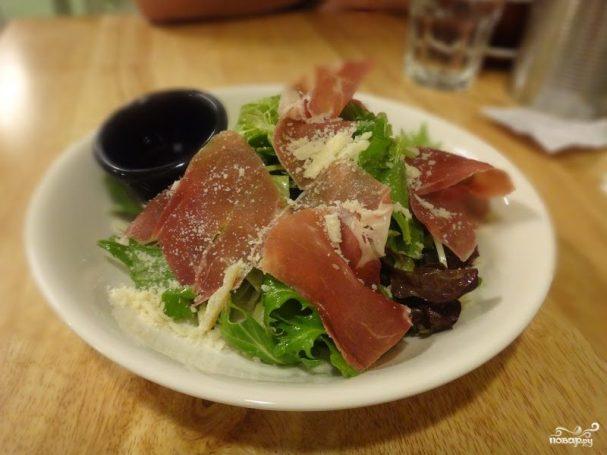 Салат с опятами и ветчиной