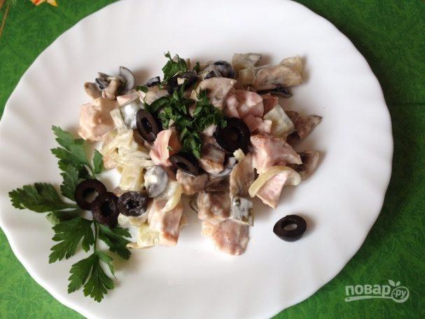 Салат с грибами и куриной грудкой
