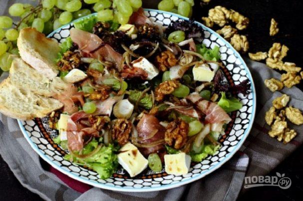 Салат с ветчиной и камамбером