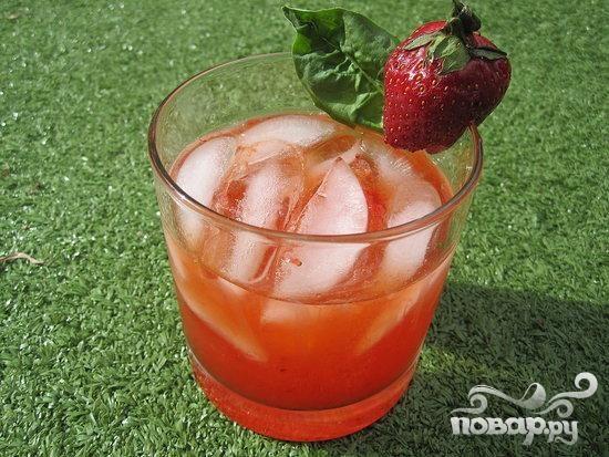 Клубничный коктейль с базиликом
