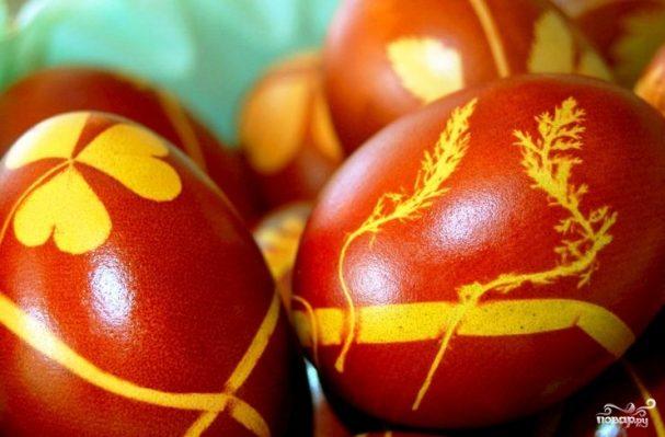 Красные яйца на пасху