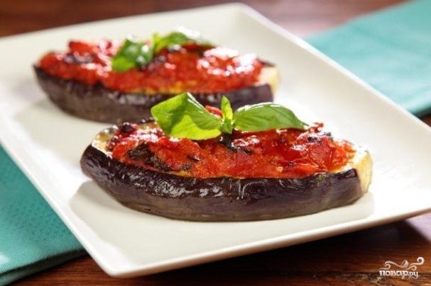 Баклажаны, фаршированные помидорами и сыром