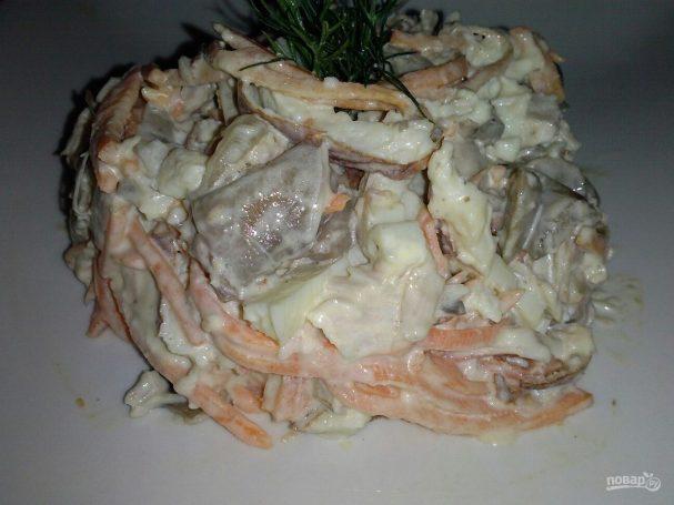 Салат с курицей, омлетом и корейской морковью