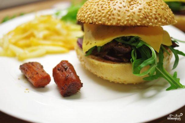 Бургеры с тушеным мясом