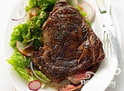 Говяжий стейк с чили и салатом