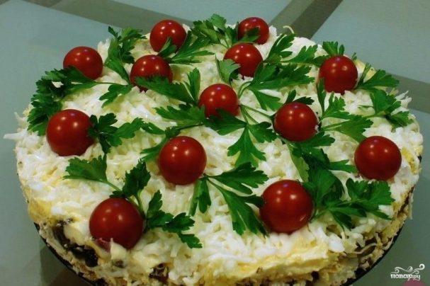 Куриный салат с грибами и сыром