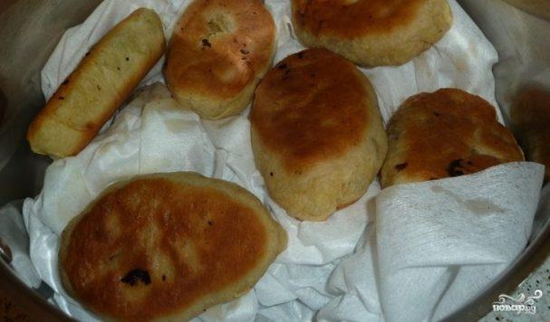 Пирожки с солеными грибами