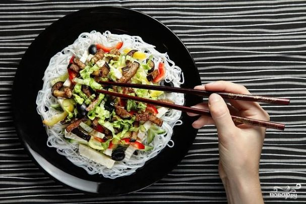 Салат с быстрорастворимой лапшой