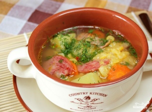 Суп с горохом и копченой колбасой