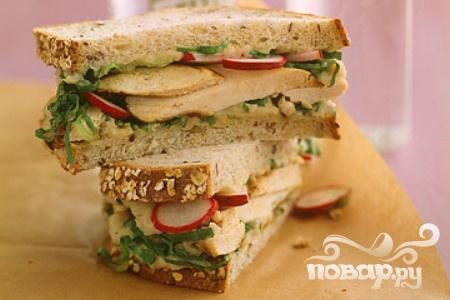 Сэндвичи с курицей, редисом и фасолью