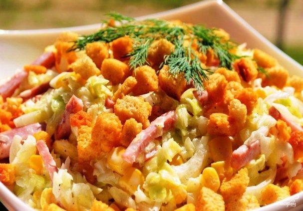 Простой салат с кириешками
