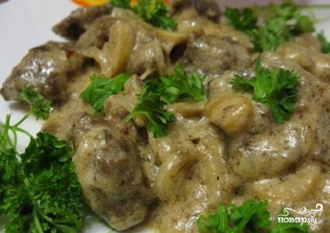 Печень  с грибами в сметане