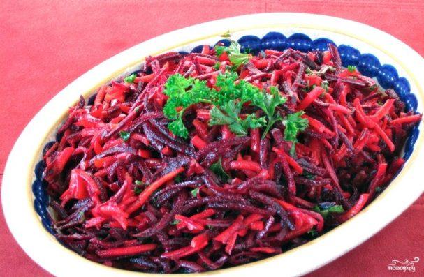 Салат из свежей моркови и свеклы