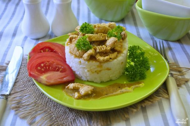 Рис с курицей под соусом