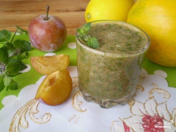 Вкусный зеленый коктейль