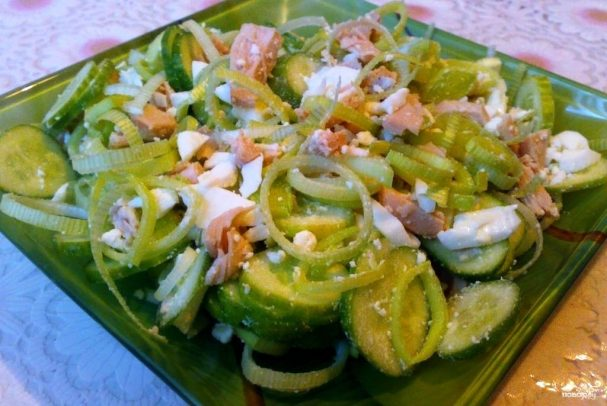 Салат из консервированного кальмара