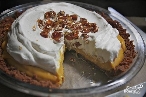 Пирог с тыквенной начинкой и взбитыми сливками