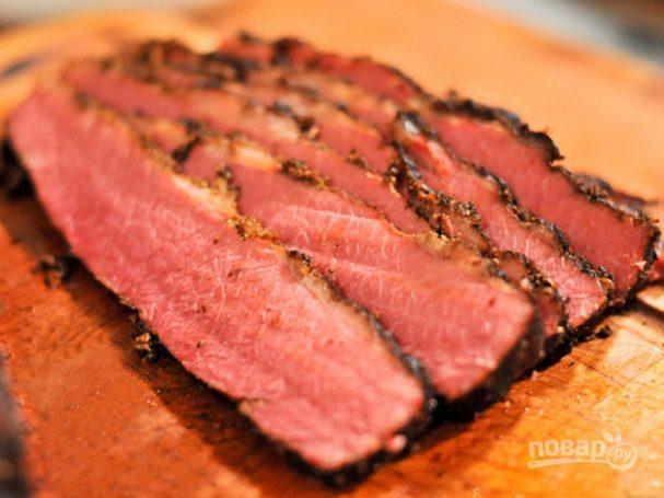 Копченое мясо в коптильне