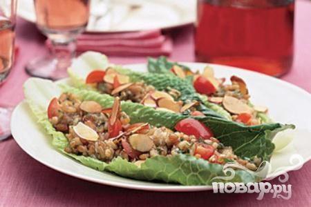 Салат с рисом, помидорами и миндалем