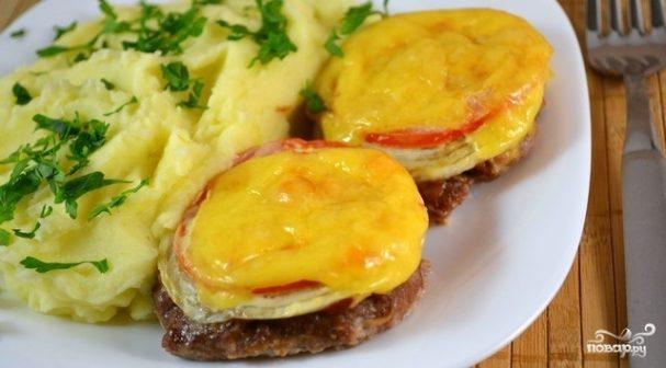 Котлеты в духовке с помидорами