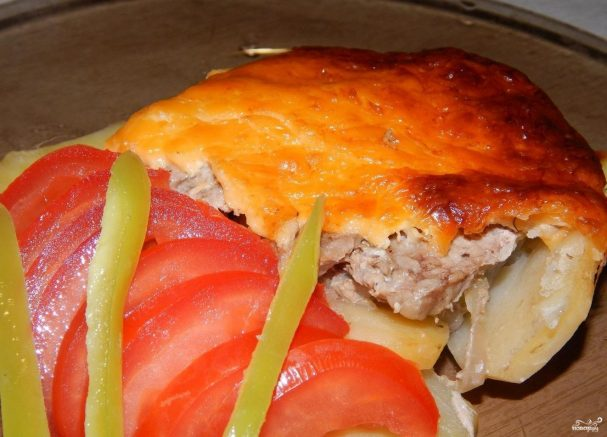 Картошка со свининой под сыром
