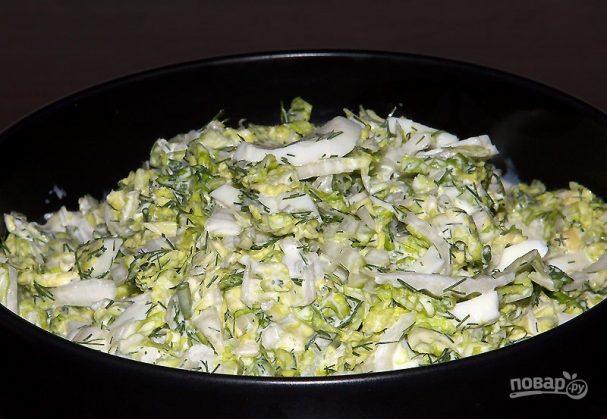 Салат с пекинской капустой и яйцами