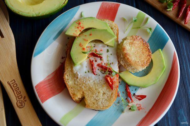 Тост с яйцом и авокадо