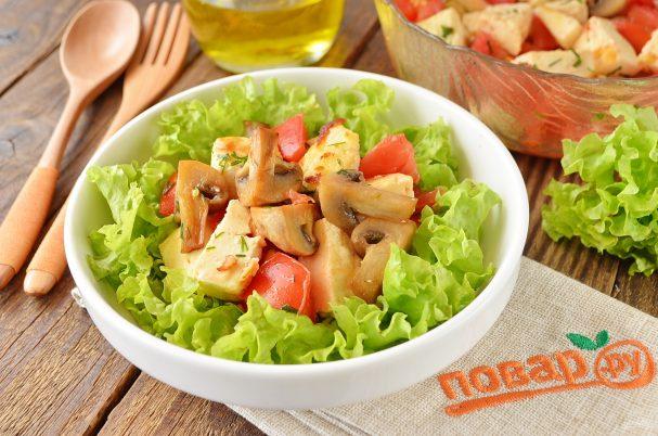 Теплый салат с жареным сыром