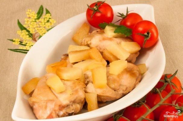 Курица, тушенная с ананасом