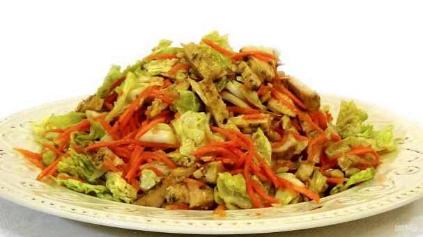 Легкий салат из пекинской капусты с курицей