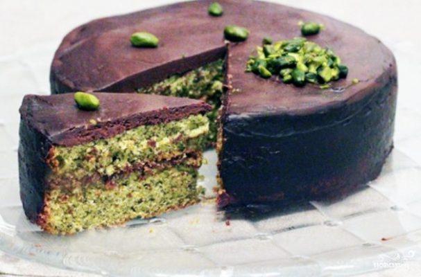 Шоколадный торт с фисташками