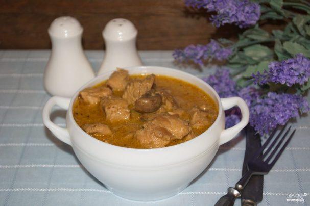 Куриное филе в грибном соусе