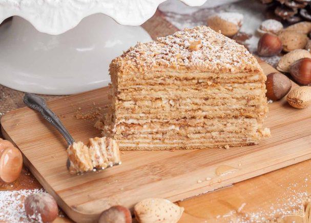 Рецепт медовика с кремом из манки