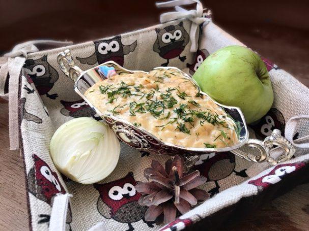 Луково-яблочный соус