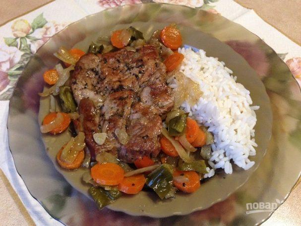 Свиной эскалоп с овощами в духовке