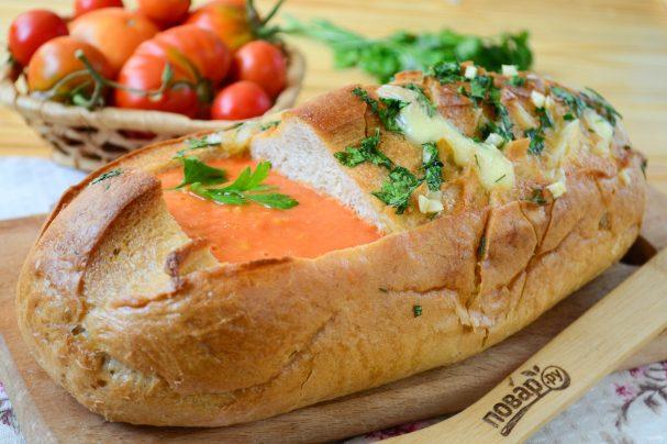"""Томатный суп в хлебе """"Ежик"""""""