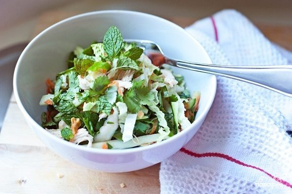 Простой салат из курицы