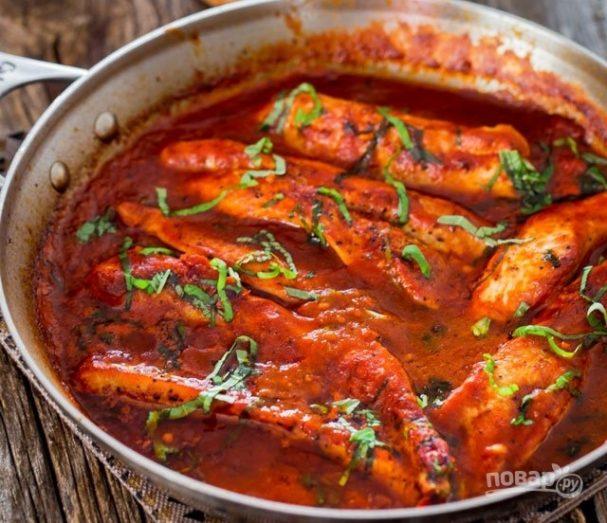 Индейка, тушенная в томатном соусе