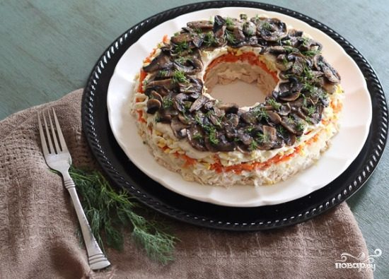 Салат с грибами жареными слоями