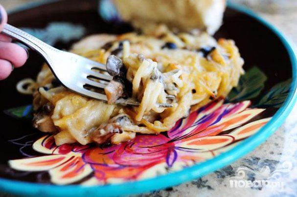 Кассероль из курицы, спагетти и грибов